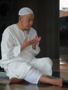 Thai Muslim making supplication in Bangkok_by_ademmm
