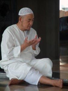 Thai Muslim making supplication in Bangkok_by_ademmm